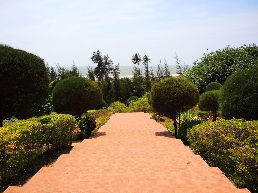 ГОА, Арамболь, Государственный сад/лужайка